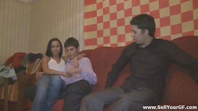 رجل ناضج يقنع فتاة سكس اجنبي sex خجولة الجنس