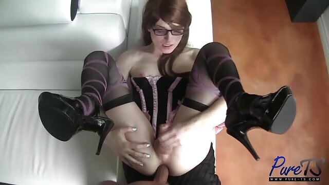 نحيل التايلاندية فتاة ممارسة الجنس اجنبي صغيرة الثدي تمتص الديك
